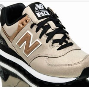 Women's size 8 new balance 574 shoes